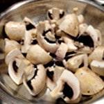 Filet de boeuf en croute Saisir les champignons de Paris