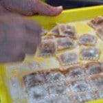 Raviolis de boeuf Découper les raviolis congelés