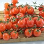 Tomates cerise et romarin Rincer les tomates