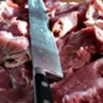 Terrine forestière Couper la viande en cube