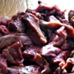 Terrine de chevreuil et pistache Couper la viande de chevreuil