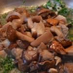 Sauce aux champignons Ajouter les champignons des bois
