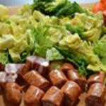 Choux et saucisses Couper saucisse et lard
