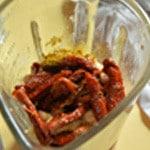 Houmous rouge Mixer avec les tomates séchées