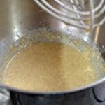 Financiers aux cerises confites Incorporer le beurre