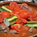 Tajine d'agneau Poser tomates et courgettes