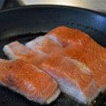 Lasagnes saumon et oseille Pré cuire le saumon