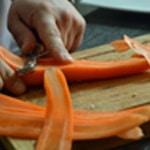 Asperges vertes à la poêle Eplucher les carottes