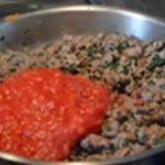 Verrines d'aubergine à l'agneau Ajouter la purée de tomate