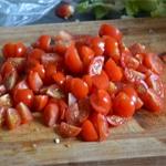 Salade de quinoa Trancher les tomates cerises