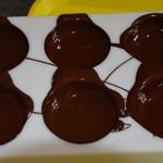 Coque chocolat Tourner pour répartir le chocolat