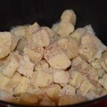Fondue à la morilles Râper la muscade directement sur le fromage