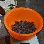 Sphère meringue et chocolat Fondre le chocolat de couverture