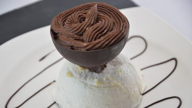 Sphère meringue et chocolat Terminer
