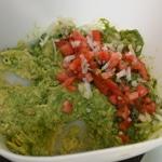 Guacamole au jambon Ajouter tomate et oignon