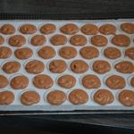 Macarons au chocolat Faire les coques