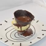 Poire belle hélène Verser le chocolat chaud