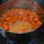 Blanquette de saumon Cuire les carottes