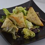 Samoussas au thon Avec une salade
