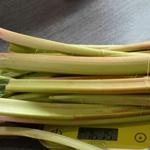 Tarte à la rhubarbe caramélisée Eplucher la rhubarbe