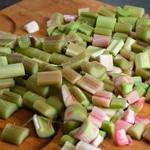 Tarte à la rhubarbe caramélisée Couper la rhubarbe