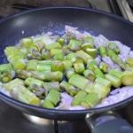 Gaspacho d'asperges Cuire les vertes à la poele