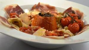 Recette de Pâtes maison et tomates farcies