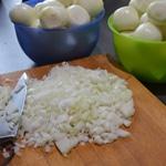 Boudin aux oignons Couper les oignons