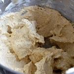 Petits sablés aux noisettes Ajouter le beurre