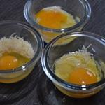 Oeufs cocotte au lard fumé Casser un œuf par ramequin