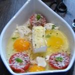 Oeufs cocotte et camembertCamembert et tomates