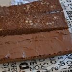 Gâteau au chocolat et amandes Trancher en trois