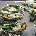 Huitres chaudes aux épinards Poser les huîtres sur les épinards