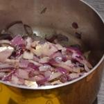 Sauce Cancoillotte à l'ail Saisir les oignons rouges