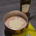 Sauce Cancoillotte à l'ail Ajouter la cancoillotte dans la réduction de vin