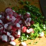Beurre de radis Trancher fanes et radis