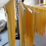 Tagliatelles au jambon cru Préparer les pâtes fraîches