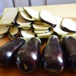 Gratin de pâtes et aubergines Trancher les aubergines