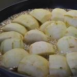 Tarte Tatin aux pommes Cuire les pommes dans le beurre