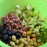 Salade de coquillettes Ajouter les olives