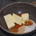 Poulet aux épices Fondre le beurre avec les épices