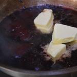 Côtes de marcassin Déglacer dans la poêle