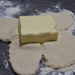 Pate feuilletée maison Ajouter le beurre