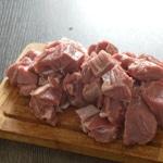 Pâté en croute au foie gras Trancher en petits cubes la viande