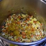 Soupe de légumes et saucisse Saisir les légumes
