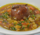 Soupe de légumes et saucisse