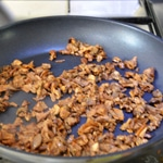 Terrine rôtie aux cèpes Saisir les champignons