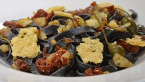 Tagliatelles à l'encre de seiche au Parmesan