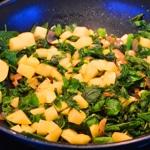 Soupe d'orties Ajouter pomme de terre et orties