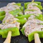 Brochettes de poulet au citron Cuire les brochettes